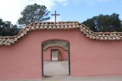 Puerta rosada de la misión dentro de una puerta Imagen de archivo libre de regalías