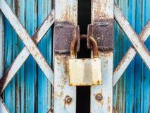Puerta rustry del acero de la cerradura de la llave principal Imagen de archivo
