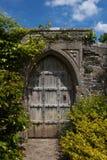 Puerta secreta al jardín mágico Foto de archivo libre de regalías