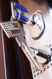 Puerta segura. Clave en un ojo de la cerradura Foto de archivo libre de regalías