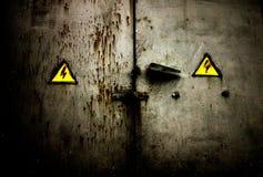 Puerta sucia oxidada vieja imagenes de archivo