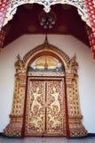 Puerta tailandesa del templo Fotos de archivo libres de regalías