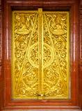 Puerta tailandesa del templo del estilo Imágenes de archivo libres de regalías