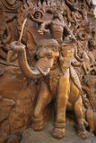 Puerta tallada elefante del templo fotografía de archivo libre de regalías