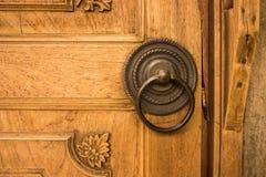 Puerta tradicional de madera del Javanese del golpe de la mano Foto de archivo libre de regalías