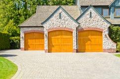 Puerta triple del garage. Foto de archivo libre de regalías