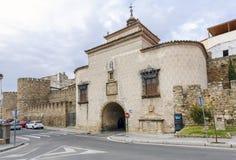 Puerta Trujillo de Plasencia, Caceres, España Foto de archivo libre de regalías