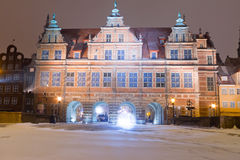 Puerta verde de la ciudad vieja de Gdansk en paisaje del invierno Fotos de archivo libres de regalías