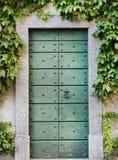 Puerta verde del metal Fotografía de archivo libre de regalías