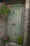 Puerta verde vieja Foto de archivo libre de regalías