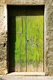 Puerta verde vieja de Grunge Foto de archivo libre de regalías