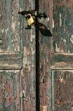 Puerta vieja bloqueada Imagen de archivo libre de regalías