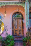 Puerta vieja con la pintura de la peladura Imagen de archivo