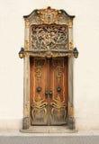 Puerta vieja con los ornamentos del oro Fotografía de archivo libre de regalías