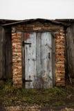puerta vieja de la puerta vieja en la casa Fotos de archivo libres de regalías