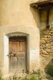 Puerta vieja de la torre de la fortaleza Foto de archivo