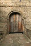 Puerta vieja del castillo Foto de archivo libre de regalías