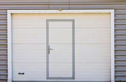 Puerta vieja del garaje, textura, fondo Imagenes de archivo
