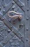 Puerta vieja del metal con la maneta Imagen de archivo libre de regalías