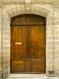 Puerta vieja del roble en el marco de piedra Foto de archivo libre de regalías