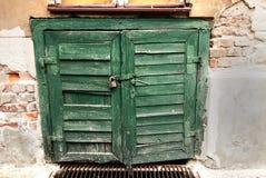 Puerta vieja del sótano Imagenes de archivo