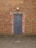 Puerta vieja en el patio en la abadía Nottingham de Rufford cerca del bosque de sherwood Reino Unido Imágenes de archivo libres de regalías