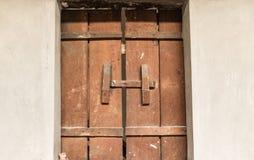 Puerta vieja en hogar Imagen de archivo libre de regalías