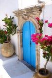 Puerta vieja en la isla de Kythera, Grecia Foto de archivo libre de regalías
