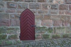 Puerta vieja en la pared Imagen de archivo libre de regalías