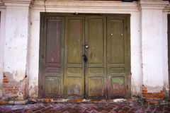 Puerta vieja en Laos Imágenes de archivo libres de regalías