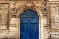 Puerta vieja en París Foto de archivo