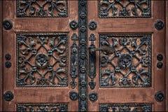 Puerta vieja en Zagreb en el cementerio fotografía de archivo