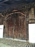 Puerta vieja hermosa Fotos de archivo libres de regalías