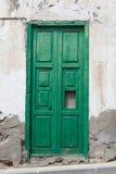 Puerta vieja histórica - el color está pelando apagado Fotos de archivo libres de regalías