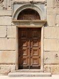 Puerta vieja a la iglesia Fotos de archivo libres de regalías