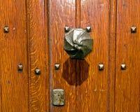 Puerta vieja sólida Fotos de archivo libres de regalías