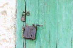 Puerta vieja verde Foto de archivo libre de regalías