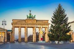 Puerta y árbol de navidad de Brandeburgo Fotografía de archivo