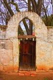 Puerta y arco viejos en la misión San Miguel Arcangel Fotos de archivo libres de regalías