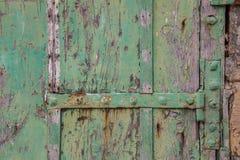 Puerta y bisagra resistidas Imagen de archivo libre de regalías