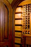 Puerta y bodega de caoba Fotografía de archivo libre de regalías