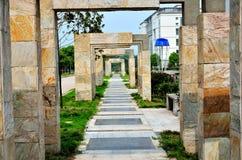 Puerta y camino de piedra Foto de archivo
