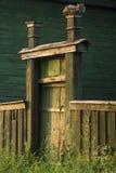 Puerta y cerca de madera al jardín Imagenes de archivo