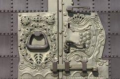 Puerta y cerradura del hierro labrado Fotos de archivo libres de regalías