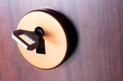 Puerta y clave Foto de archivo libre de regalías