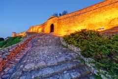 Puerta y escaleras viejas en la fortaleza de Belgrado Foto de archivo