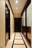 Puerta y guardarropa de madera Foto de archivo