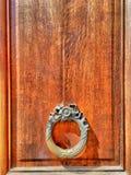 Puerta y manija del vintage Foto de archivo