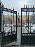 Puerta y monumento antiguos imágenes de archivo libres de regalías