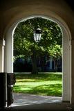 Puerta y patio Foto de archivo libre de regalías